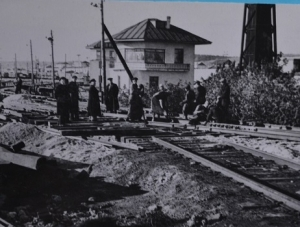 строители взяли обязательство закончить переустройство нечётной системы к 1 ноября 1957 года