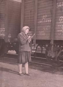 списчик вагонов т.Бахтина списывает новый состав