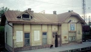 старинное станционное здание разъезда