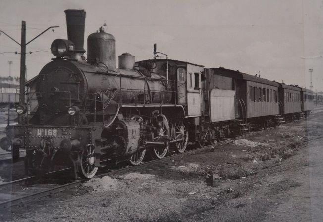 такими поездами осуществлялось сообщение станции с городом