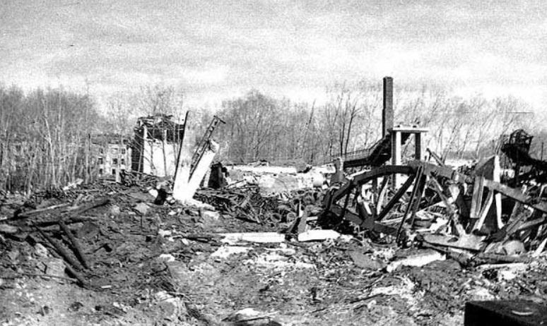 Дом Ватутина 1 после взрыва в 1988 году