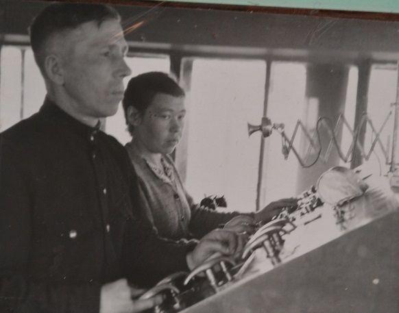 операторы горки т.Корлышев и Корсакова за работой