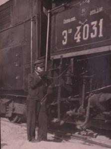 составитель поездов т.Стахеев получает по радиосвязи распоряжение диспетчера о формировании поезда